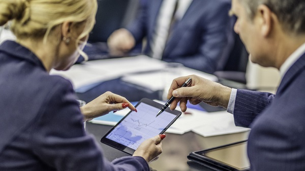 Board-Management- Software-and- Why-You-Should- Go-Paperless-Board-portal-software-board-management-software-Diligents-governance-cloud